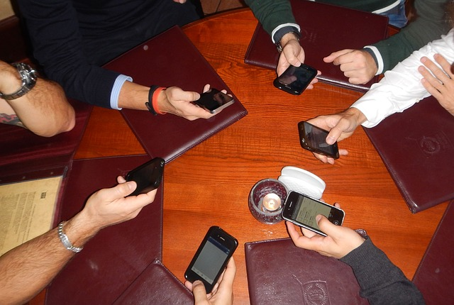 mobil tudakozó
